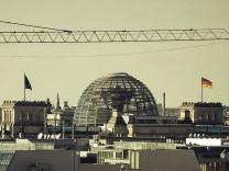Germany Berlin Tiergarten View to Reichstag PUBLICATIONxINxGERxSUIxAUTxHUNxONLY CM000092