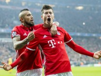 FC Bayern Muenchen v Arsenal FC - UEFA Champions League Round of 16: First Leg