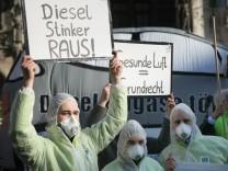 Abgasdemo, Die DUH wird am Tag der Verhandlung auf dem Münchner Marienplatz von 9.30 Uhr an demonstrieren.