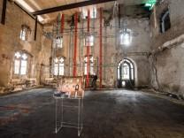 Seehofer besucht ausgebranntes Rathaus in Straubing