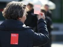 Münchner protestieren gegen Infostände von Rechtsextremisten, 2012