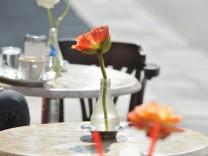 Straßencafe im Frühling, 2013