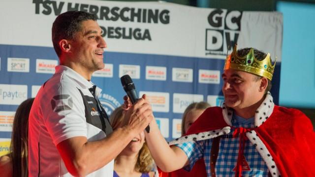 DVV Bundestrainer Anrea GIANI und Hallensprecher Alex TROPSCHUG rechts Volleyball TSV Herrsching; Volleyball
