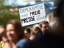 Demonstration von Internetaktivisten für Pressefreiheit