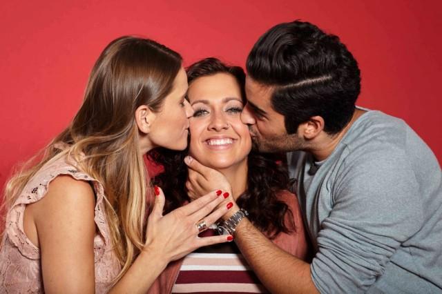 Lara (24) küsst bei 'Kiss Bang Love' Männer und Frauen