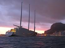 Yacht A vor Gibraltar