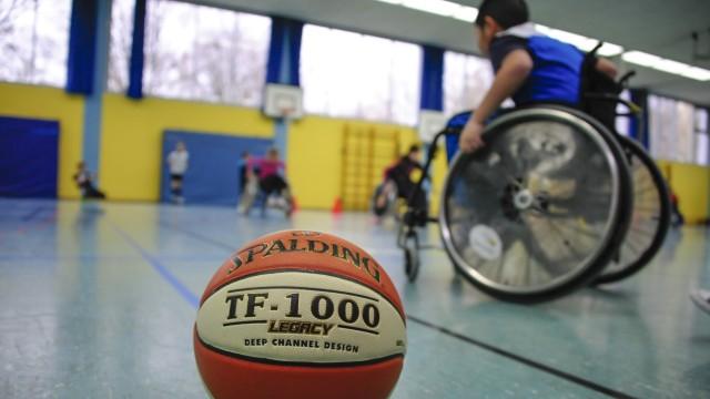 Rollstuhlbasketball-Profis besuchen Münchner Grundschüler, 2016