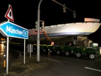 Inning am Ammersee: Überführung der MS UTTING nach München