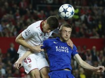 Leicester City's Jamie Vardy in action with Sevilla's Clement Lenglet