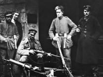 Wachposten während Novemberrevolution in Berlin, 1918