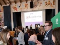 Ismaning, Bürgersaal: Berufsbörse für Schüler und Eltern der Mittel- und Realschule