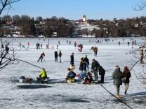 Wintervergnügen auf dem Pilsensee; Wintervergnügen auf dem Eis