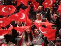 Rede des türkischen Ministerpräsidenten Yildirim vor in Deutsch