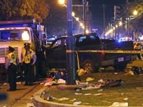 USA: Auto rast in Zuschauermenge