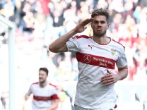 VfB Stuttgart v 1. FC Kaiserslautern - Second Bundesliga