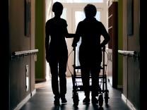Qualifizierung: Viele Arbeitslose wollen in die Altenpflege