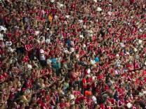 Fans in der Allianz-Arena, 2016
