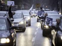 Autokorso freedeniz Autokorso freedeniz Ca 200 Menschen beteiligen sich in Berlin mit 60 PKW an ei