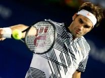 Tennis - Dubai Open - Men's Singles - Roger Federer of Switzerland v Benoit Paire of France - Dubai