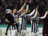 Eintracht Frankfurt v Arminia Bielefeld - DFB Cup Quarter Final