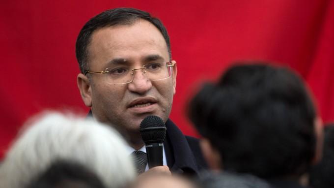 Der türkische Justizminister Bekir Bozdağ kommt für einen Wahlkampfauftritt nach Deutschland (Bild von 2013). (Foto: dpa)
