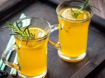 Nur für Das Rezept Orangen-Rosmarin-Limonade Rezept aus der SZ vom 2. August 2013. Symbolfoto: Brebca / Fotolia