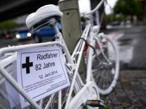 "´Ghost Bike"" erinnert an Opfer eines Fahrradunfalls"