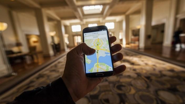 Uber hat für viele Nutzer das Taxi abgelöst - doch das Unternehmen steht erneut in der Kritik.