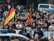 Kundgebung vor Freitaler Flüchtlingsheim