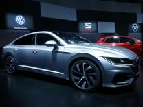 Der neue VW Arteon auf dem Genfer Autosalon 2017.