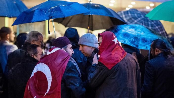 Expatriate Turks Hold Gatherings Amidst Blocked Referendum Rallies