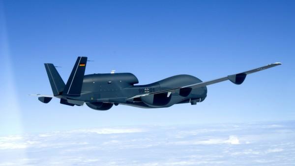 """Rüstungsprojekt ´Euro Hawk"""" - Drohne beim Überführungsflug"""
