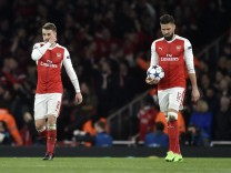 Arsenal's Aaron Ramsey and Olivier Giroud look dejected after Bayern Munich's Robert Lewandowski scores their first goal