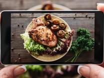Foodie Schwein mit Pilzen und Petersilie