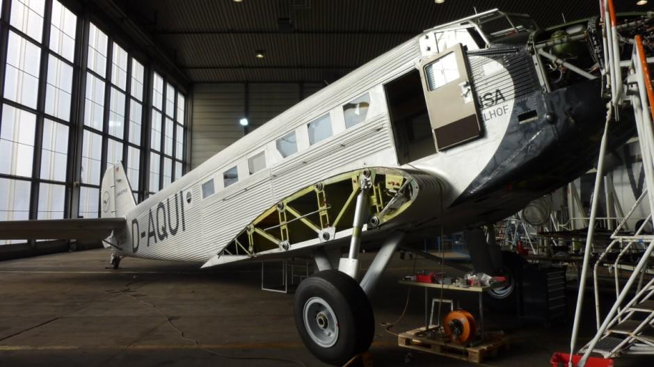 "Die Junkers Ju 52, ""Tante"" Ju, in der Lufthansa-Flugwerft in Hamburg"