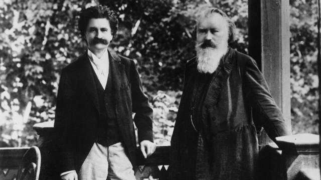 Johann Strauß und Johannes Brahms in Ischl; Gastgeber Johann Strauss (li.) mit Johannes Brahms im Jahre 1894