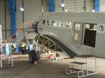 """Die Junkers Ju 52, die """"Tante Ju"""", in der Lufthansa-Flugwerft in Hamburg"""