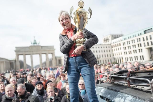 Heidi Hetzer nach ihrer Weltreise zurück in Berlin