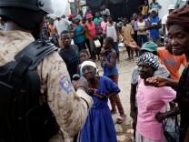 Bus rast in Gruppe von Straßenmusikern in Haiti: 34 Tote