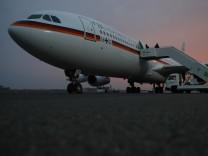 Regierungsflugzeug vor Start nach Washington