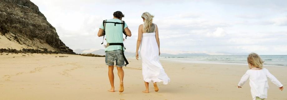 Spain Fuerteventura Jandia family walking on beach model released Symbolfoto PUBLICATIONxINxGERxS
