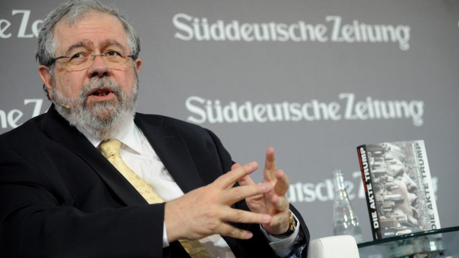 """David Cay Johnston beim """"Süddeutsche Zeitung Wirtschaftsgipfel"""" in Berlin, 2016"""