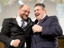 Schulz und Gabriel bei SPD-Delegiertenkonferenz