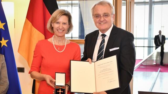 Bundesverdienstkreuz für Angelika Niebler