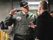 Donald Trump an Bord des Flugzeugträgers Gerald R. Ford