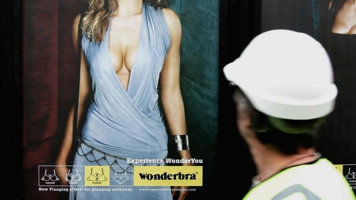 Wonderbra Unveil New Billboard Campaign