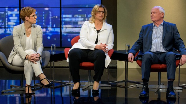 TV-Duell vor der Saarland-Wahl, Annegret Kramp-Karrenbauer (CDU), Anke Rehlinger (SPD) und Oskar Lafontaine (Die Linke) (l-r)
