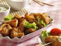 Kibbeling, Dutch fish nuggets of battered codfish.; Nur für Das Rezept Kibbeling