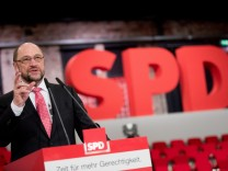 Hallenrundgang vor SPD-Sonderparteitag