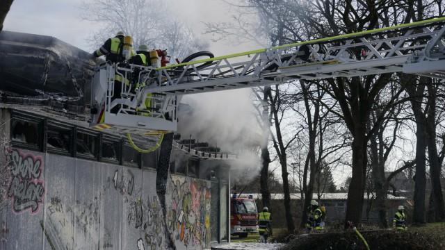 Feuerwehr löscht Großbrand in München, 2017